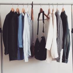 63607963343030692945612907_pros-and-cons-of-a-minimalist-wardrobe